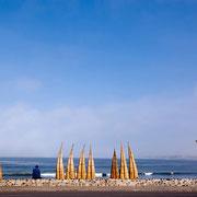 Schilfboote warten auf ihren Einsatz, Huanchaco