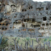 Ventanillas de Otuzco - die Felsengräber der Cajamarca-Kultur ca. 3500 Jahre alt
