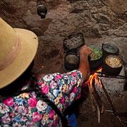 In der Küche einer Andenbäuerin