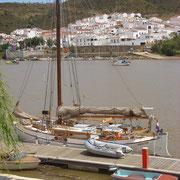 alongside pontoon - with dinghy