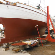 A nicely smooth underwater part, covered in new coats of primer and antifouling.