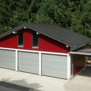 Garagen mit Speicher und seitlichen Abstellplätzen