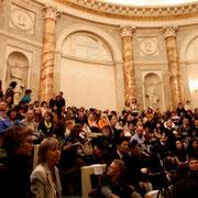 式典が始まる前のエルミタージュ劇場満員の客席