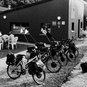 2001 (boulot) - Toujours dans le bois de Loquéran 1 an + tard : le pari est tenu avec l'ouverture du gîte d'étape Pied à Terre à Loquéran. Nous voici hébergeurs ;-)