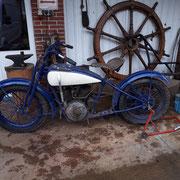 Harley von 1928 zur Restaurierung, mit Beiwagen links