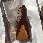 Paddle 3 mit Loch für Schnur, teilweise mit Rinde