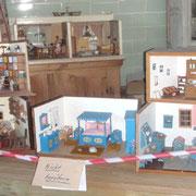 Sammlung von alten Puppenstuben