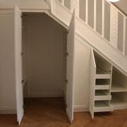 Garderoben-Einbauschrank unter Treppe