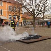 Die Feuerwehr löscht
