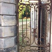 Portillon ancien en fer forgé