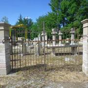portail ancien fer forgé (n°10) et piliers en pierre et briques
