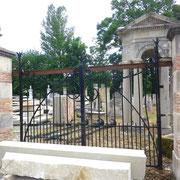 portail ancien fer forgé, piliers en pierre et brique n° 19