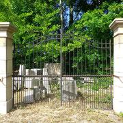 Portail ancien (n° 15)      306L x 252HT