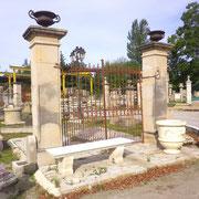 portail ancien fer forgé et piliers en pierre