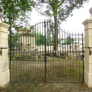 portail ancien fer forgé et piliers en pierre naturelle