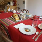 Petit-déjeuner pour les hôtes