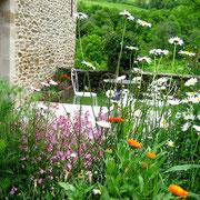 Terrasse aux abords fleuris