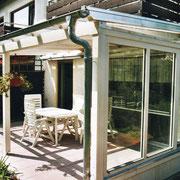 Schutz vor Zugluft – Terrassenüberdachung mit seitlicher Verglasung