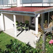Ein Terrassendach kann kompakt, oder ...