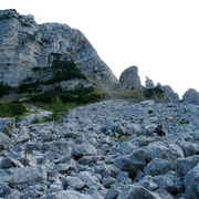 Zustieg erfolgt über die großen Felsbrocken von der vorderen Sandlingalm