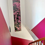 Treppenhaus tapezieren und streichen