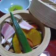 この秋始めました。季節野菜のセイロ蒸です。しっかり朝食をどうぞ。