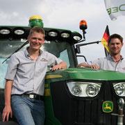 Christian Sippel (Maschinenbauer) & Kevin Behle (Landmaschinenmechaniker) - Aushilfen - Einsatzgebiet: Häcksler, Häcksel- und Ladewagen fahren