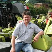 """Thomas """"Tommi"""" Fisseler-Becker - Landwirt, Maurer und seit 2006 in Festanstellung - Einsatzgebiet: Mähen, Ladewagen, Werkstatt, Diverses"""