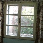 die Steine in den Wänden werden freigelegt