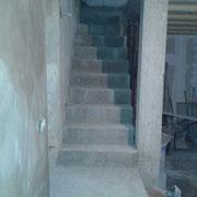 eine Treppe zwischen Konoba und erstem Stock