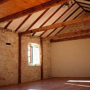 Offene Decke zum Dach hin im Yogaraum