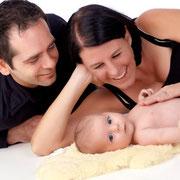 In den ersten Tagen nach Geburt verändert sich die Situation bei Mutter und Kind fast stündlich bis täglich. Ich begleite Sie in den ertsen 10 Tagen nach der Geburt und stehe Ihnen mit Rat zur Seite