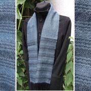 blaues Alpakagarn für einen handgewebten Schal
