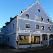 Hotel Kattenbeck ( direkt nach dem Torturm rechts )