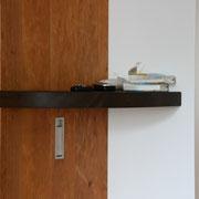 Wandboard Nußbaum mit ausklappbarem Aufhänger