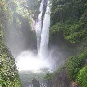 Atemberaubende Naturschauspiele wie hier am Wasserfall.