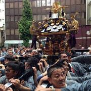昨年(平成25年)の東部町会神輿