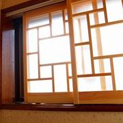 小窓を韓国風にしてみました。