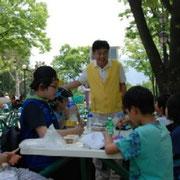 障がい児(者)・孤児たちと郊外へ遠足