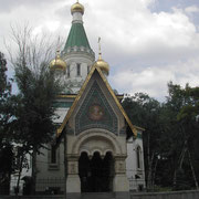 エメラルドグリーンの尖塔が美しいロシア正教会