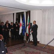 ブルガリアと日本の掛け橋として挨拶する岡崎代表