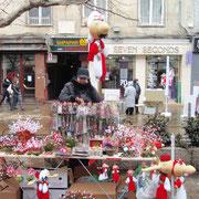 春の訪れを告げるマルティニッツア(幸せを願う赤と白の飾り)