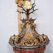 Der Schalldeckel mit der Madonna im Geäst