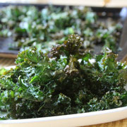 healthy salty snack - crunchy kale chips - www.homemadenutrition.com