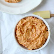 perfect homemade roasted red pepper hummus