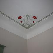 Deckenmalerei im Jugendstil mit Mohnblumen