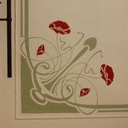 Deckenmalerei mit Mohnblume und Stuckarbeiten