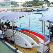 スタート地点まではボートで移動!