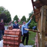 Fleissige Helfer v. links: Ulrich Saul, Heinrich Fröhlking und Günter Seba