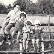 Louis JAFFRAIN, Joelle, Annick et Herve RENAULT (1950)